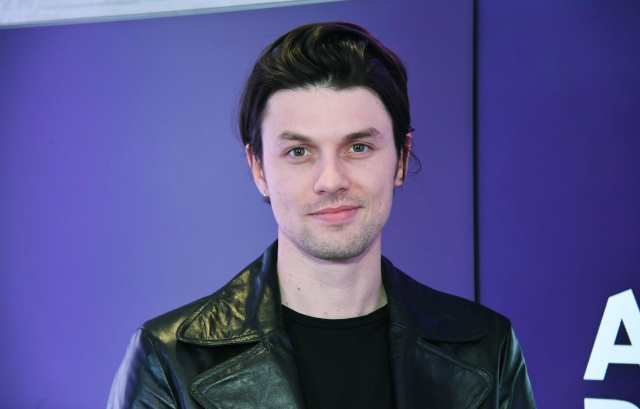 James Bay presenta el video para 'Just For Tonight.'